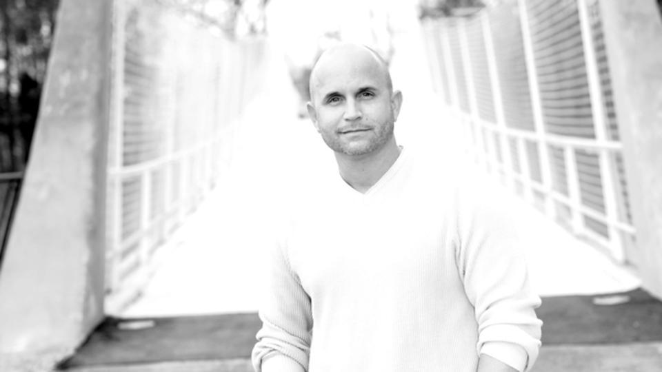Black and white portrait of entrepreneur on a bridge.