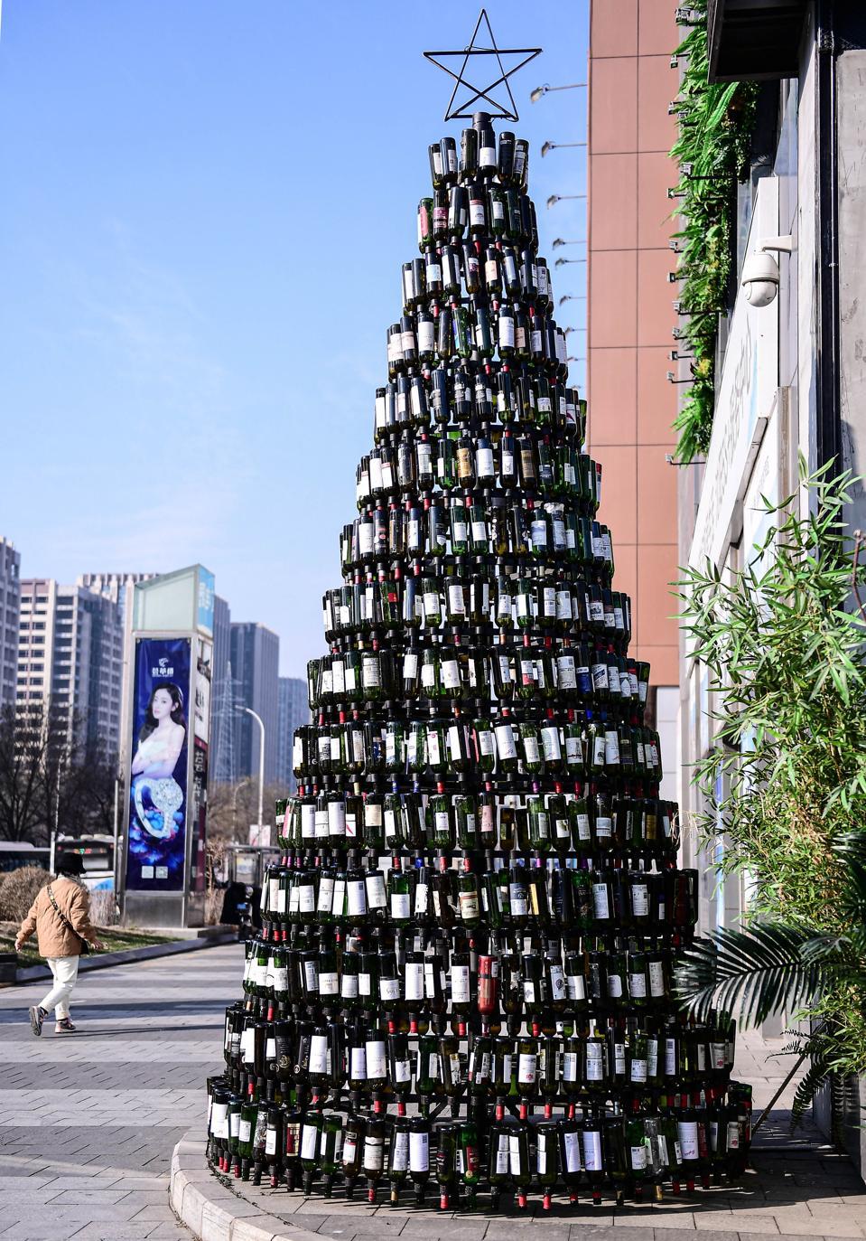 Albero Di Natale Composto Da 2.021 Bottiglie Di Vino A Shenyang, Cina