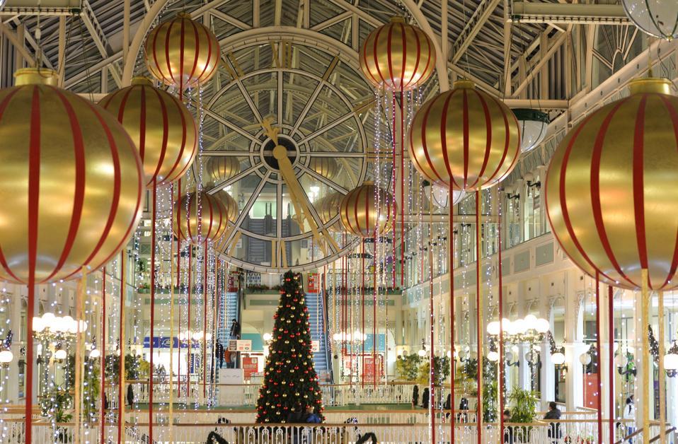 Albero di Natale e decorazioni natalizie a Dublino durante la pandemia COVID-19