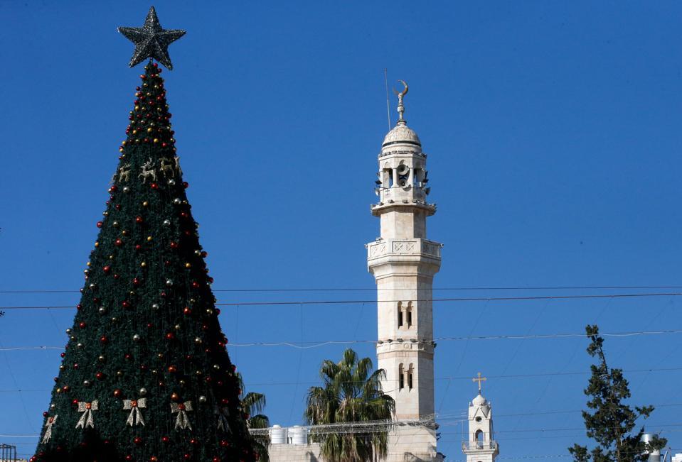 Albero di Natale israeliano-palestinese a Betlemme.