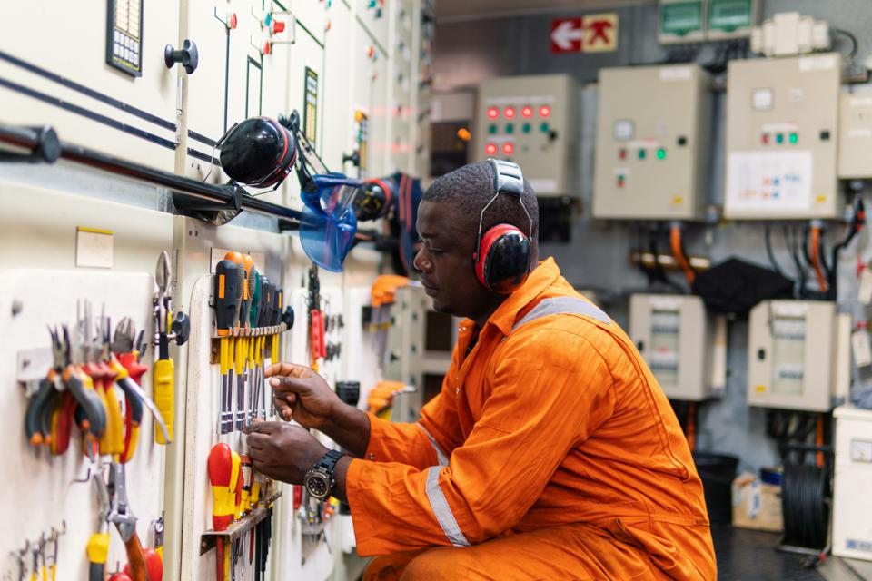 Ship engineers would be called upon to perform near constant maintenance on vessels powered by VLSFO fuel