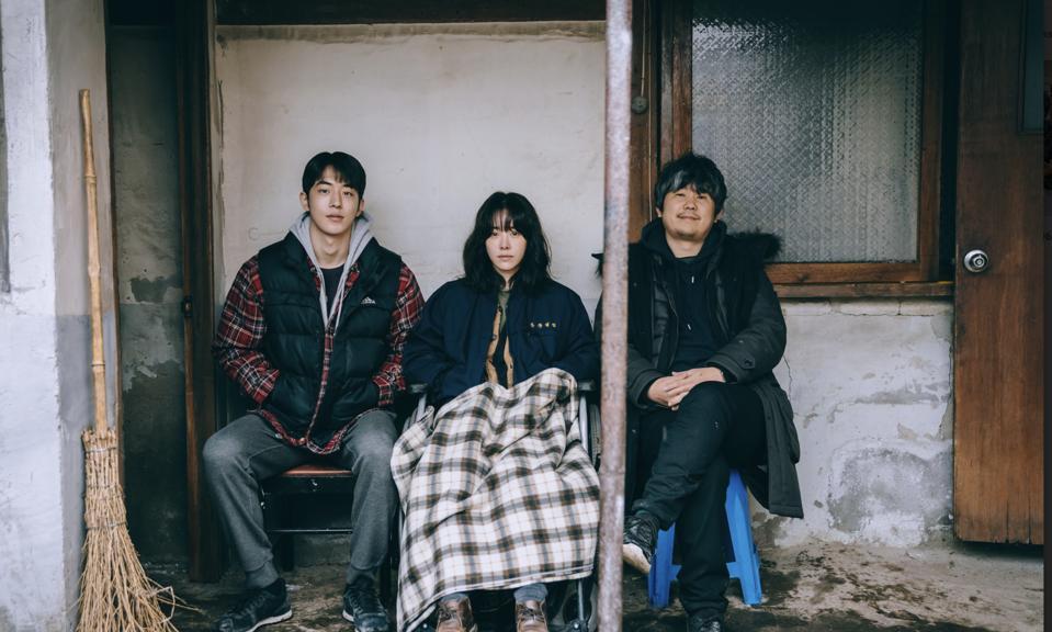 Nam Joo-hyuk and Han Ji-min pose with film director Kim Jong-Kwan.