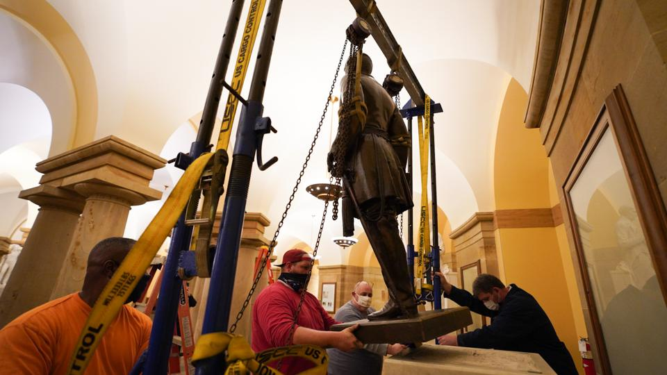 Robert E. Lee statue being removed from U.S. Capitol