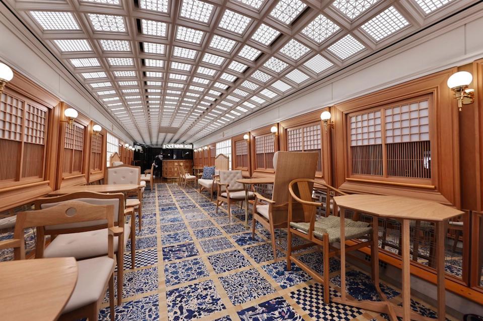 Inside Kyushu's new 36+3 scenic train.