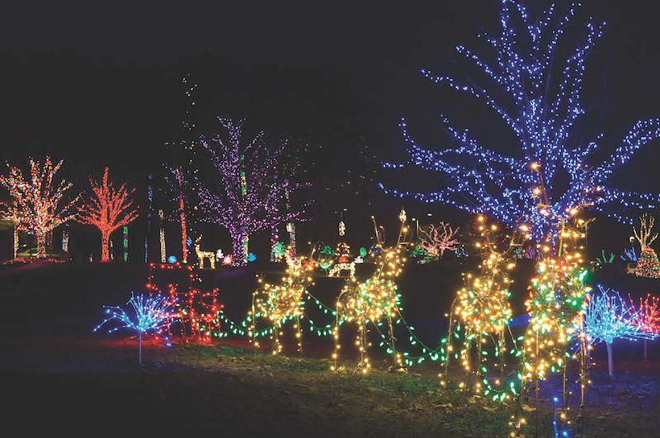 Christmas Lights Bowling Green Ky 2021 Check Out Holiday Light Displays By Car At These Drive Thru Events
