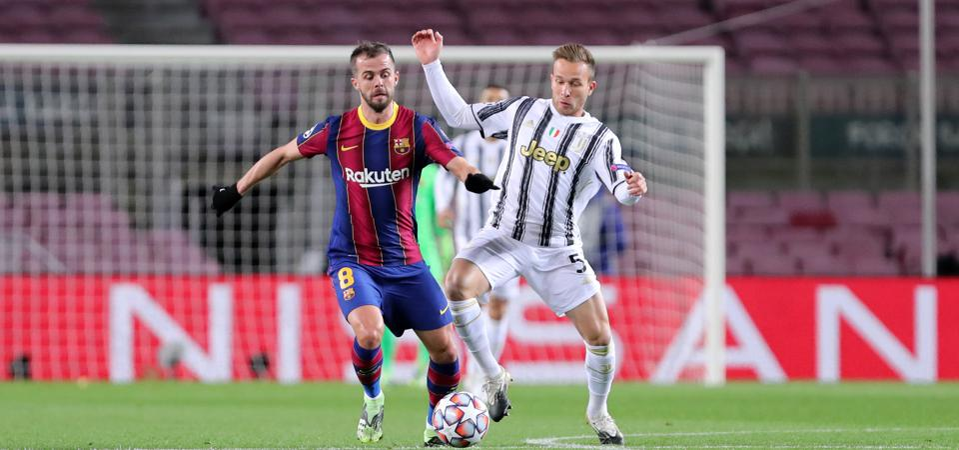 Miralem Pjanic of Fc Barcelona (L) and Arthur Henrique Ramos...