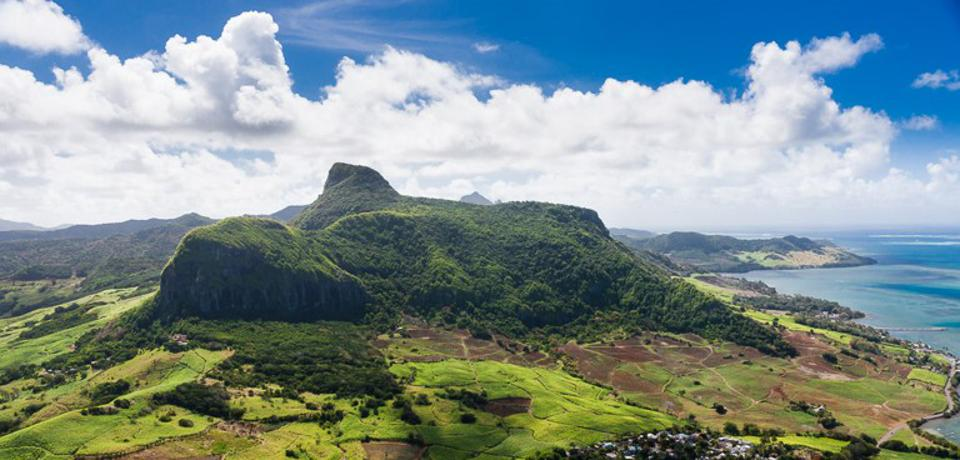 The area where the Wakashio grounded was notable for its hills and mountains, such as Lion Mountain (see here), which would have been visible for many miles and many hours as the Wakashio approached Mauritius heading straight for this landmark.