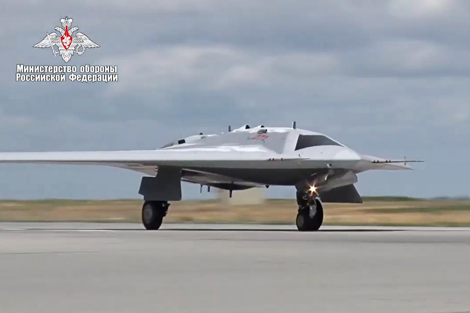 Russian Defence Ministry releases Sukhoi S-70 Okhotnik test flight video