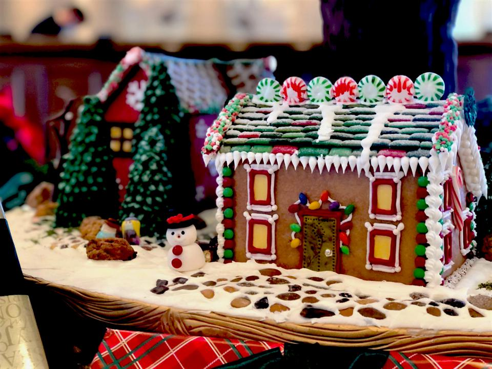 Scenic gingerbread house