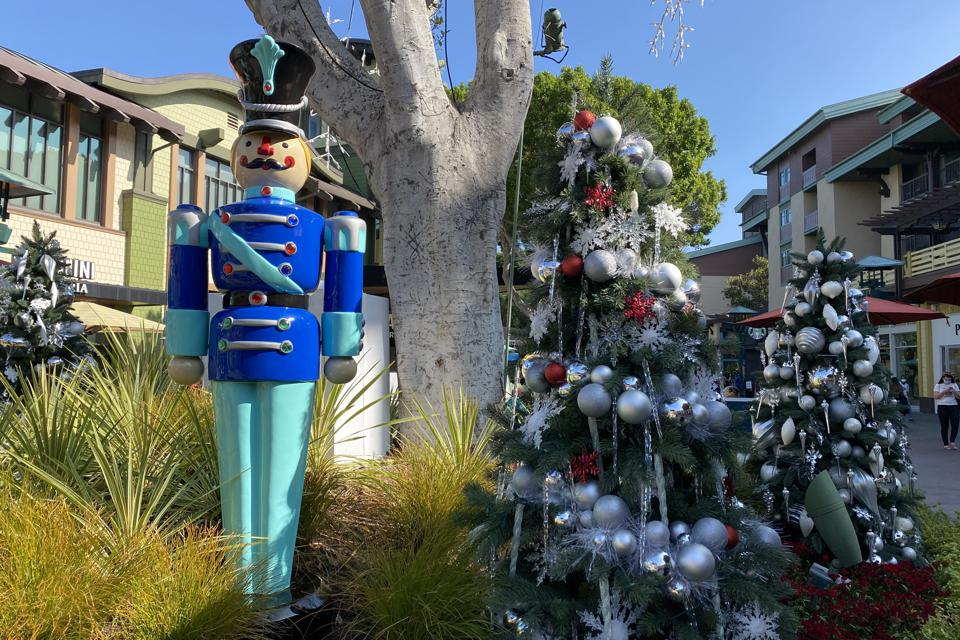 Parking Laws Christmas Day 2021 Los Angeles Disneyland Isn T Celebrating Christmas Day This Year Here S Why
