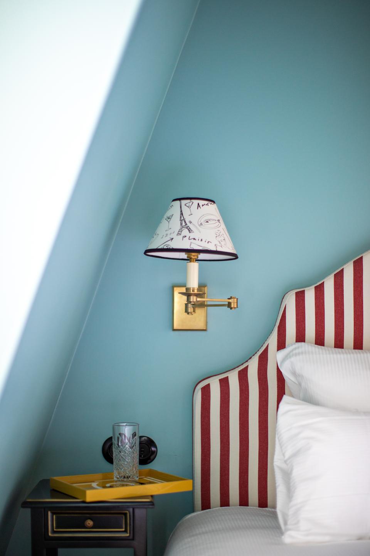 A guest room at Hôtel Les Deux Gares.