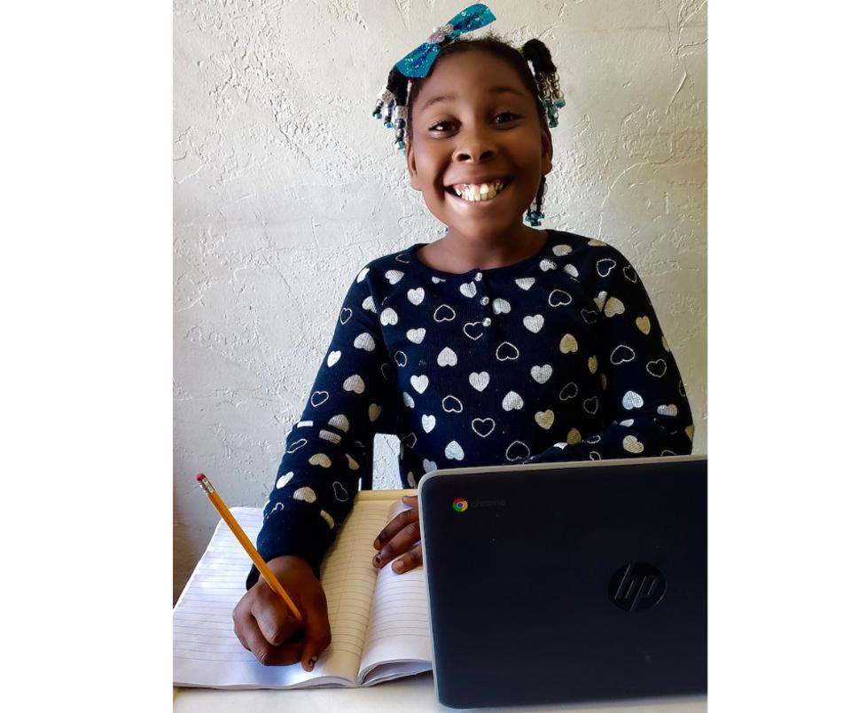 Student in the Oakland REACH's Virtual Hub.