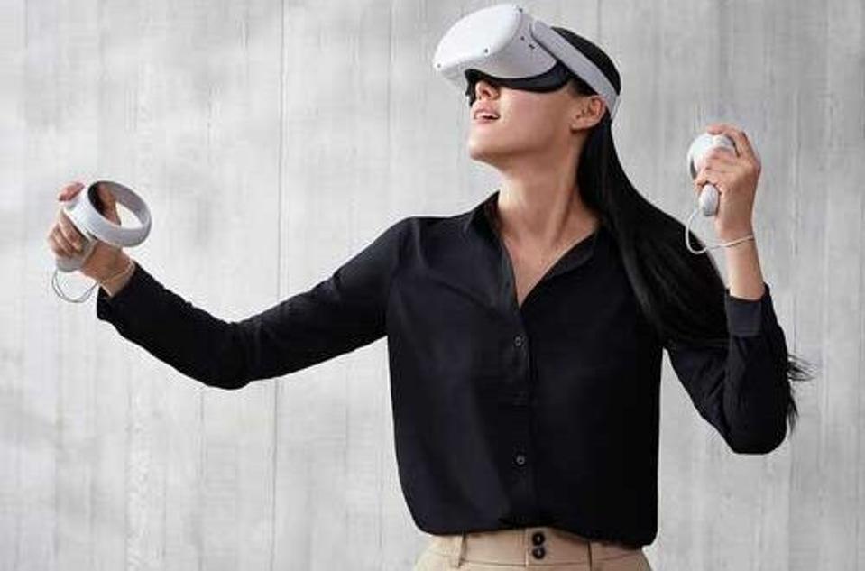 woman-using-oculus-virtual-reality-game
