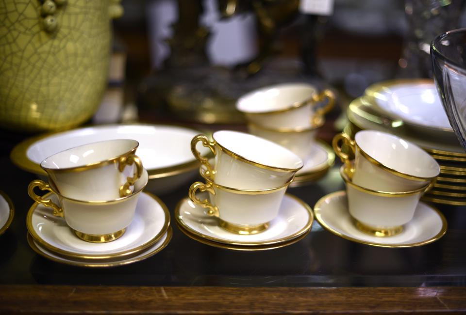 Vintage American tea cups and saucers
