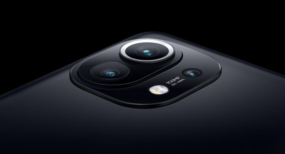 Multiple rear cameras on the Xiaomi Mi 11.