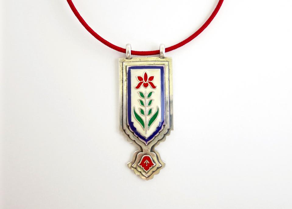 A gorgeous, Mughal-inspired pendant.