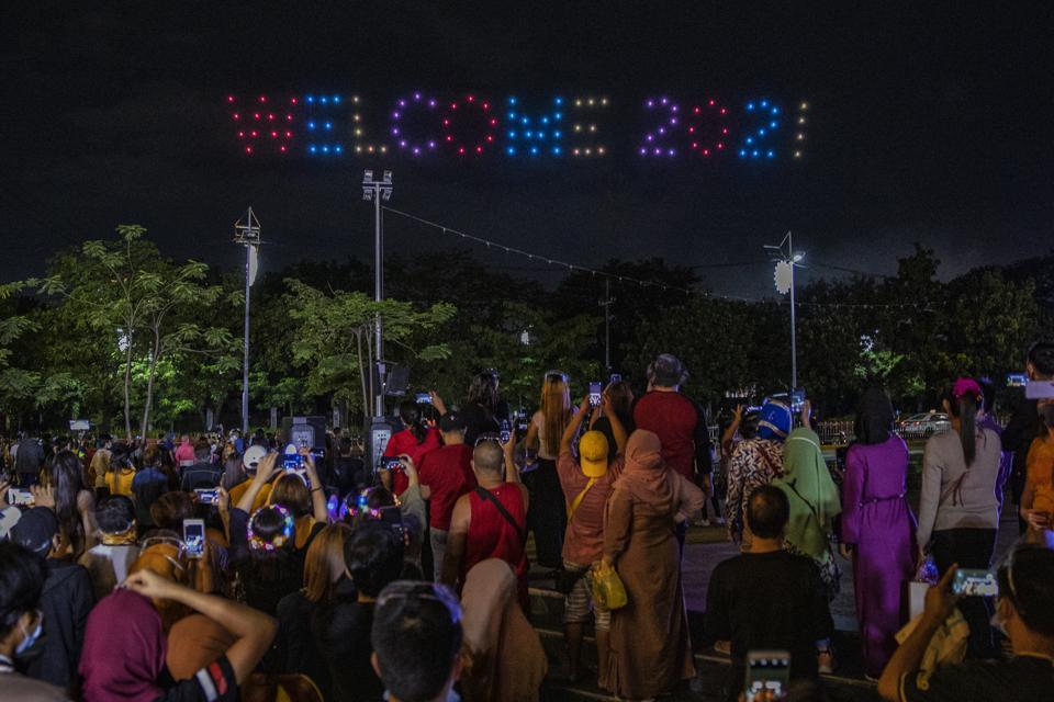 Manila Celebrates New Year Amid Covid-19 Restrictions