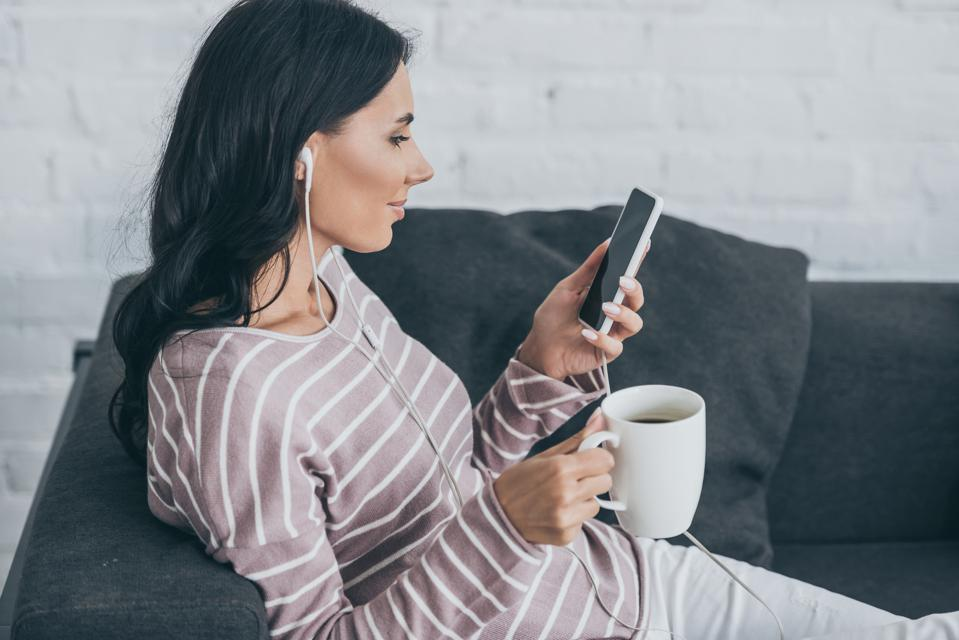 21 Podcasts To Listen To In 2021 | Stephanie Burns