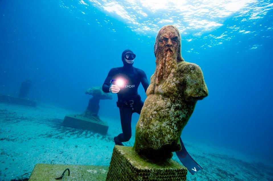 Underwater artwork at the Musée Subaquatique in Marseille.