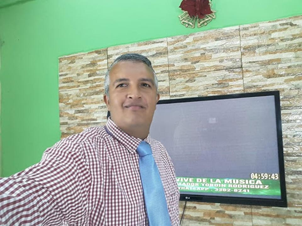 Luis Almonzo Almendares selfie