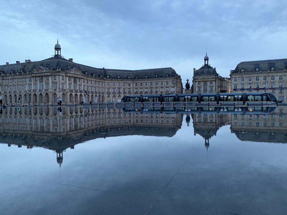 Bordeaux, Mirror Pool, Reflection Tram
