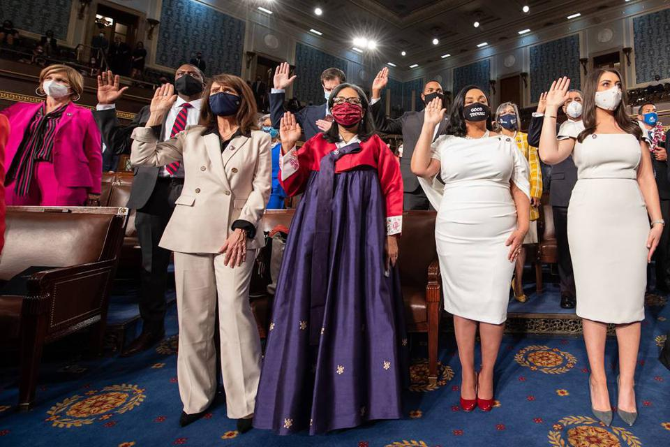 Marilyn Strickland and other members of congress taking the oath of office.