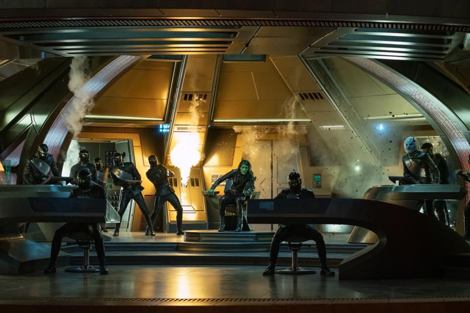 The hijacked bridge of the U.S.S. Discovery is attacked by Federation and Ni'Var forces.