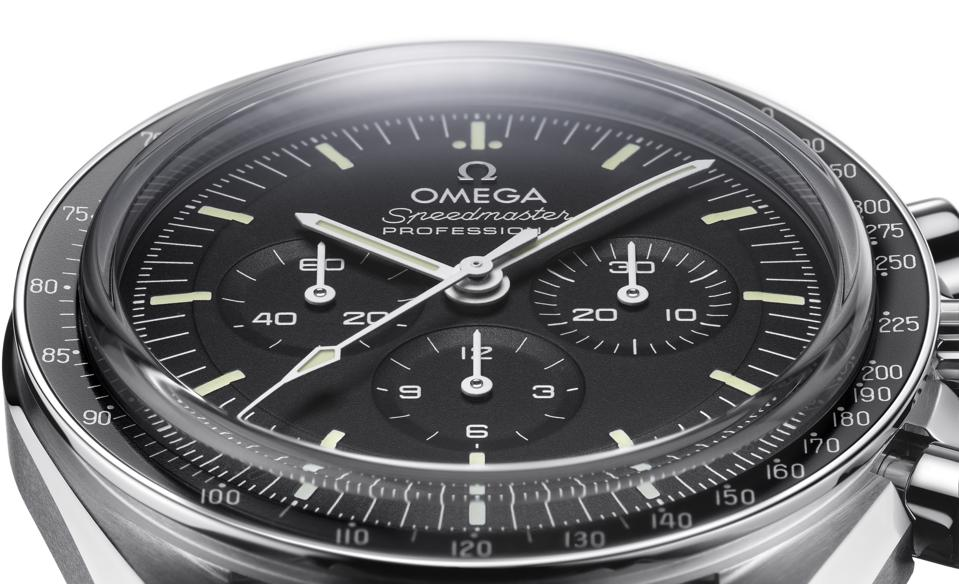 Dial details of the Omega Speedmaster Professional Moonwatch