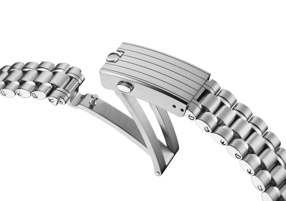 Integrated, brushed bracelet and clasp with polished Omega logo on a satin-finished cover