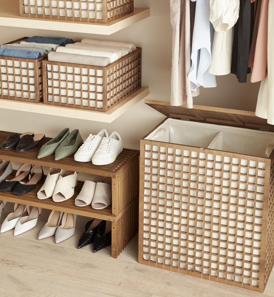 Un armario de la colección The Container Store x KonMari