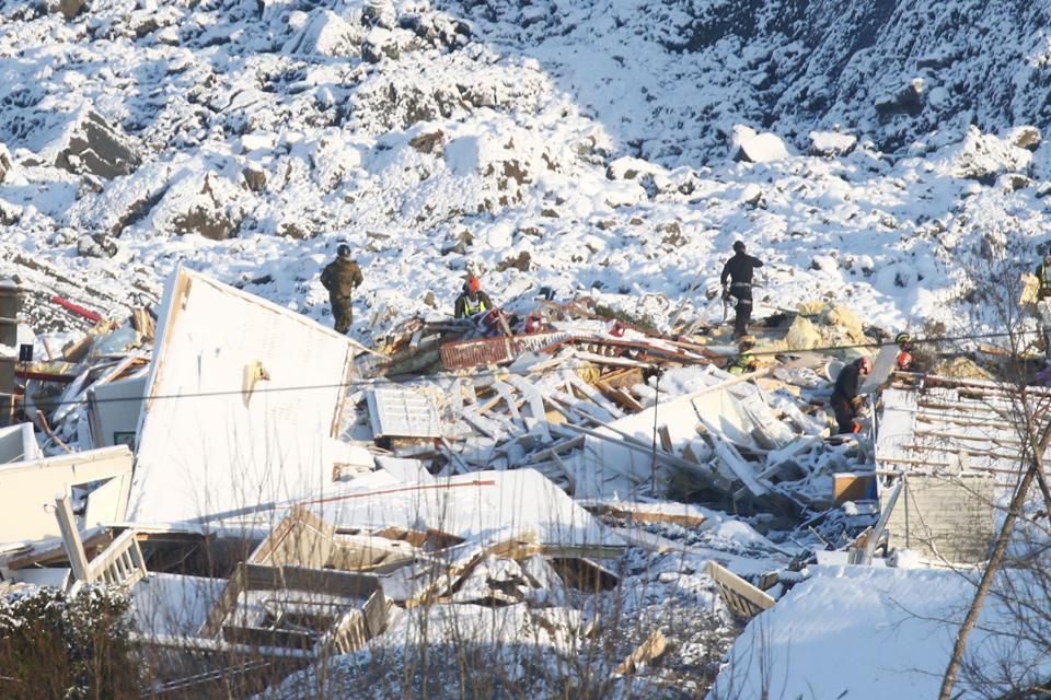 Bygninger kollapset i dalen forårsaket av Ask Ask-raset i Norge.