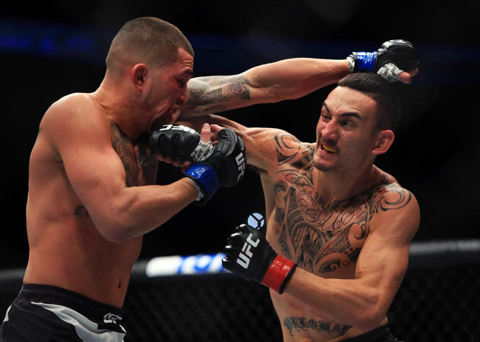 Max Holloway faces Calvin Kattar in the main event of Saturday's UFC on ABC 1 fight card