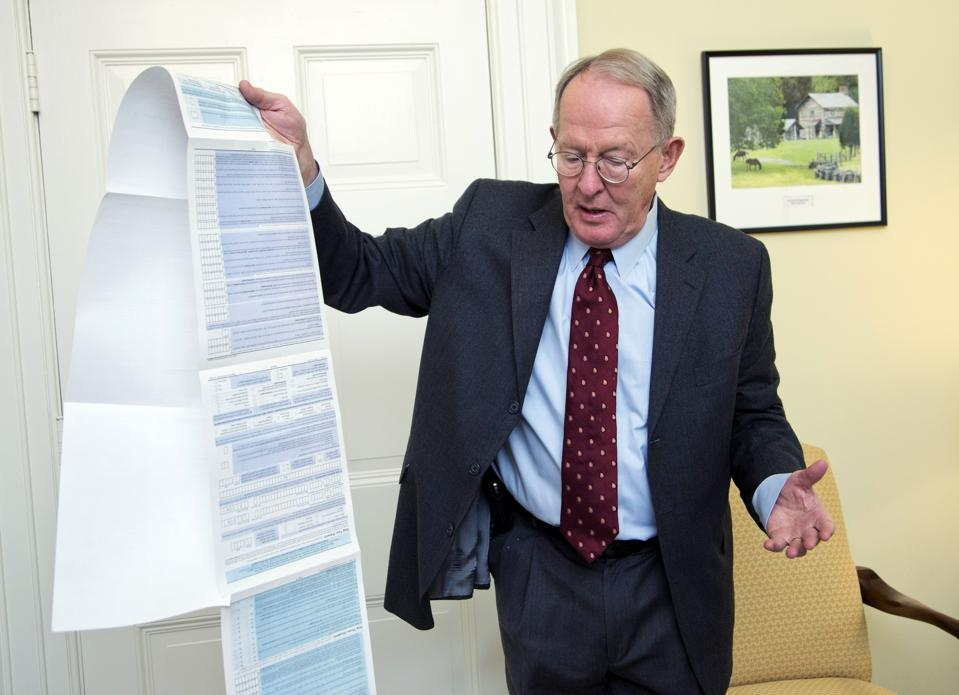 Sen. Lamar Alexander with the Free Application for Federal Student Aid (FAFSA)