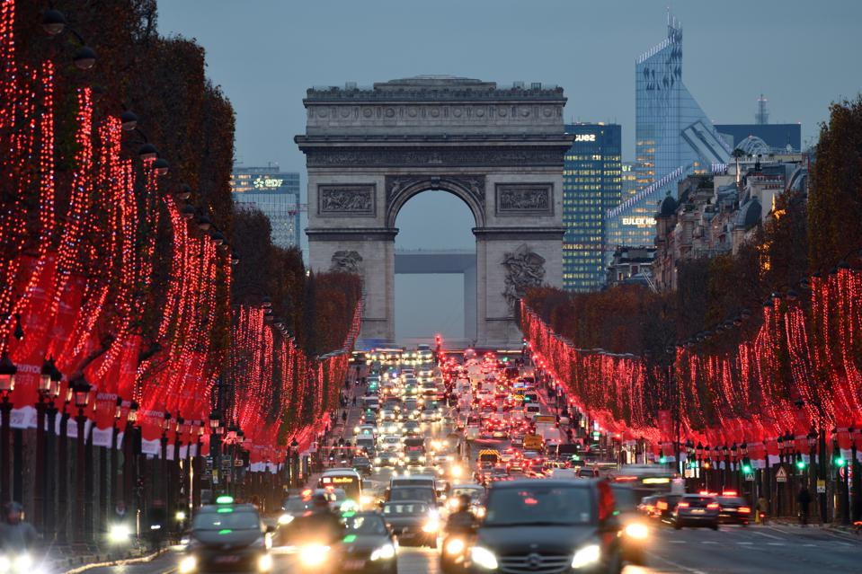 Paris' Champs-Elysées boulevard is going to be turned into an ″extraordinary garden″, its mayor announced.