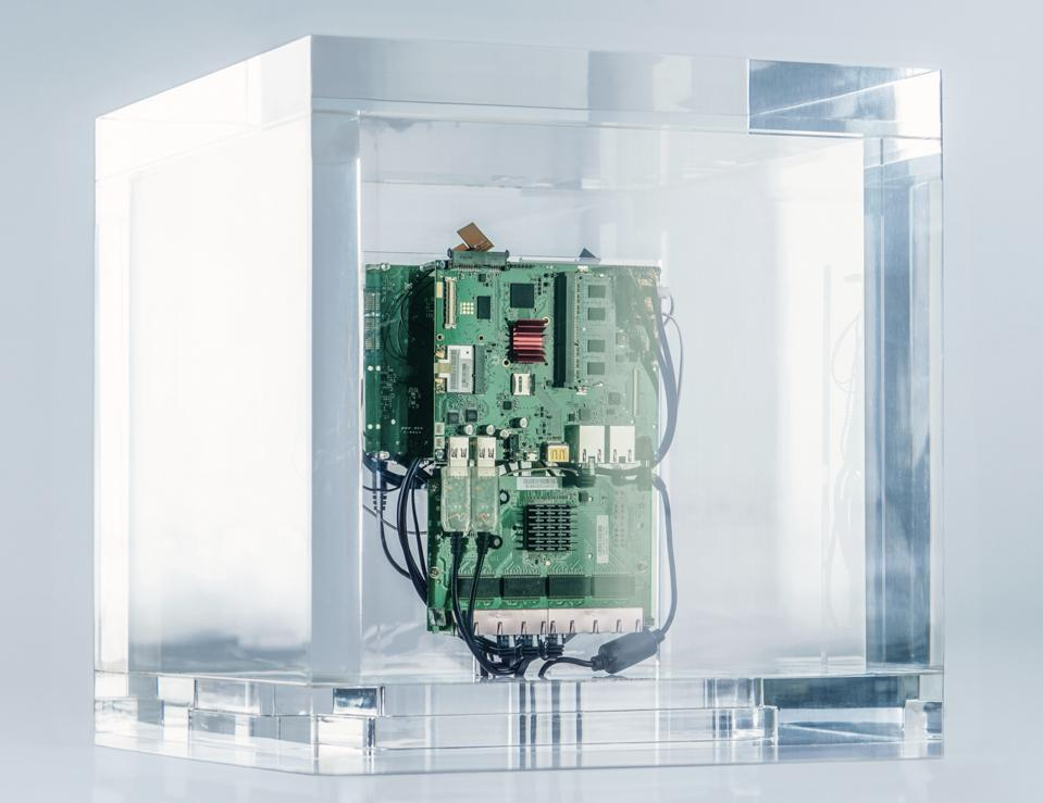 Trevor Paglen. Autonomy Cube, 2015. plexiglass box, computer components. Courtesy of the artist and Metro Pictures, New York, HPI.2020.01.