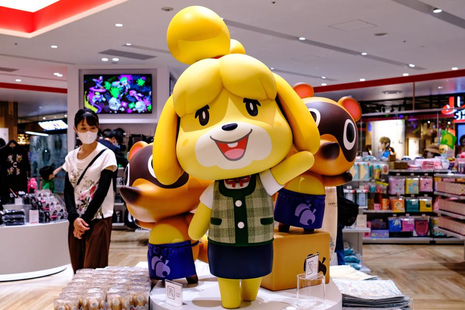 Animal Crossing's Isabelle statue in a store in 2020, during the coronavirus