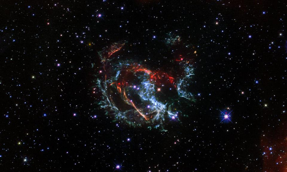 Hubble has imaged a supernova remnant called 1E 0102.2-7219. It is the remnant of a star that exploded long ago in the Small Magellanic Cloud, a satellite galaxy of our Milky Way located roughly 200 000 light-years away.
