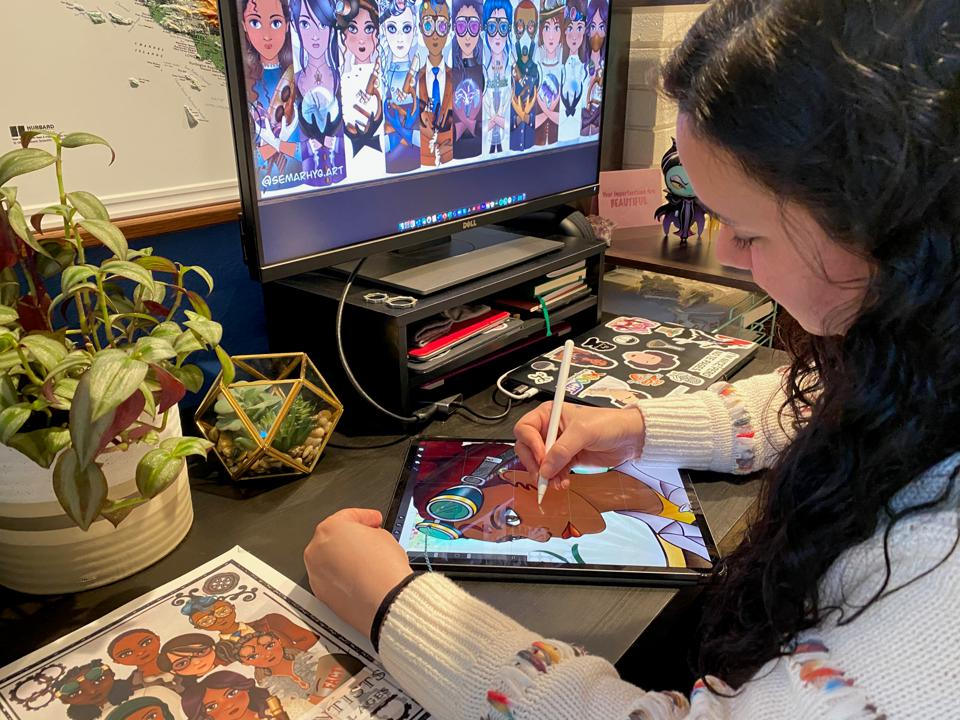 Scientist and author Semarhy Quiñones-Soto working from Home.