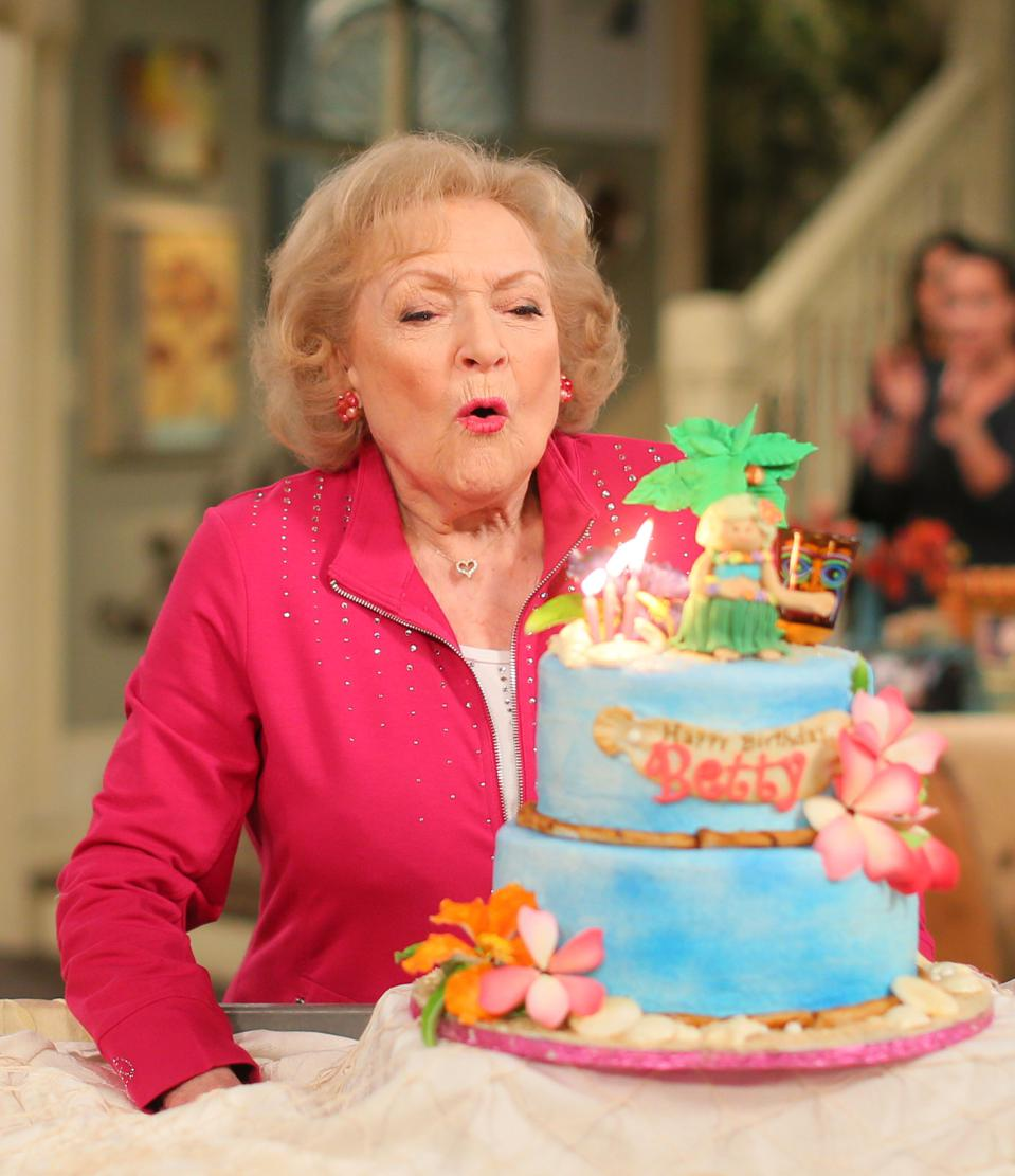 Betty White Celebrates 93rd Birthday On The Set Of ″Hot in Cleveland″