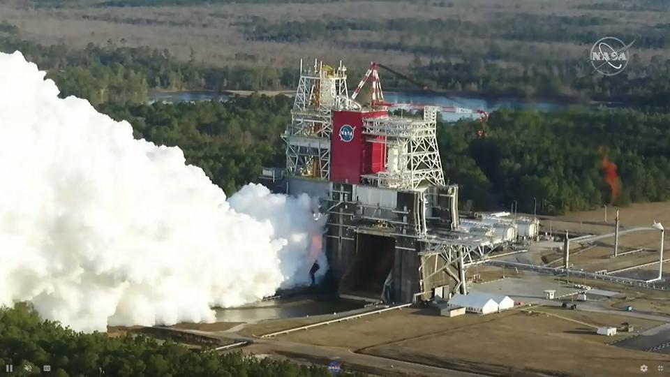 Lo stadio principale del missile Space Launch System della NASA è in fase di test