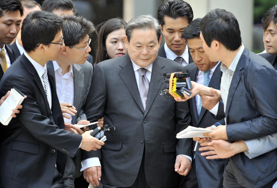Lee Kun-Hee (C), former Samsung Group ch