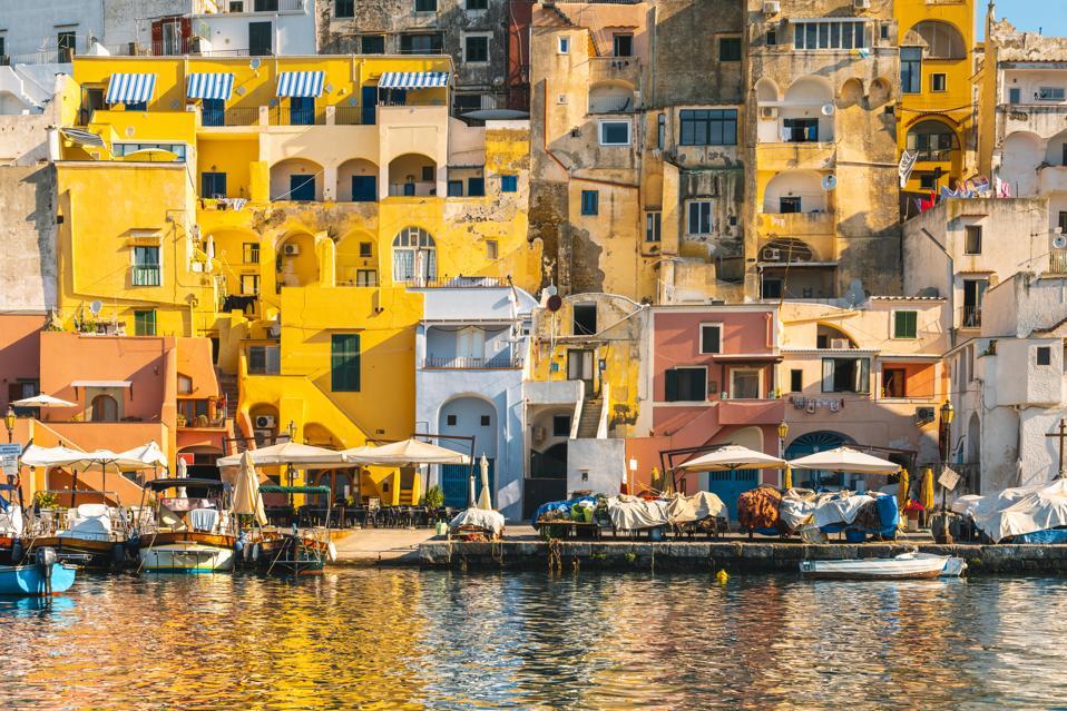 Case colorate a La Corricella, Isola di Procida, Italia