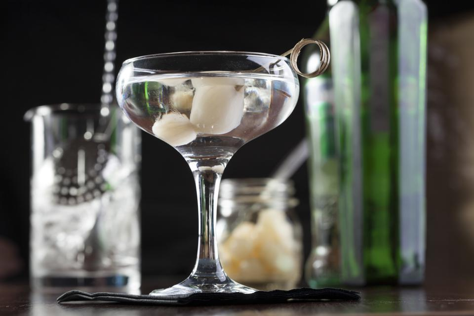 Gibson cocktail with gin, vermouth and cocktail onions