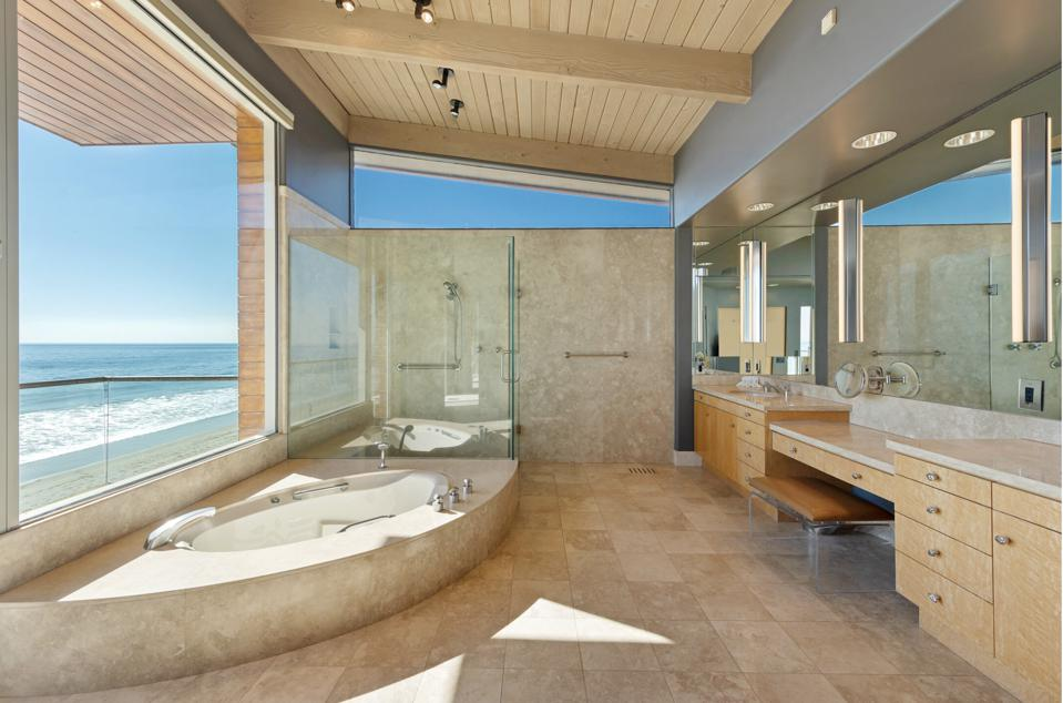 The private upstairs bath