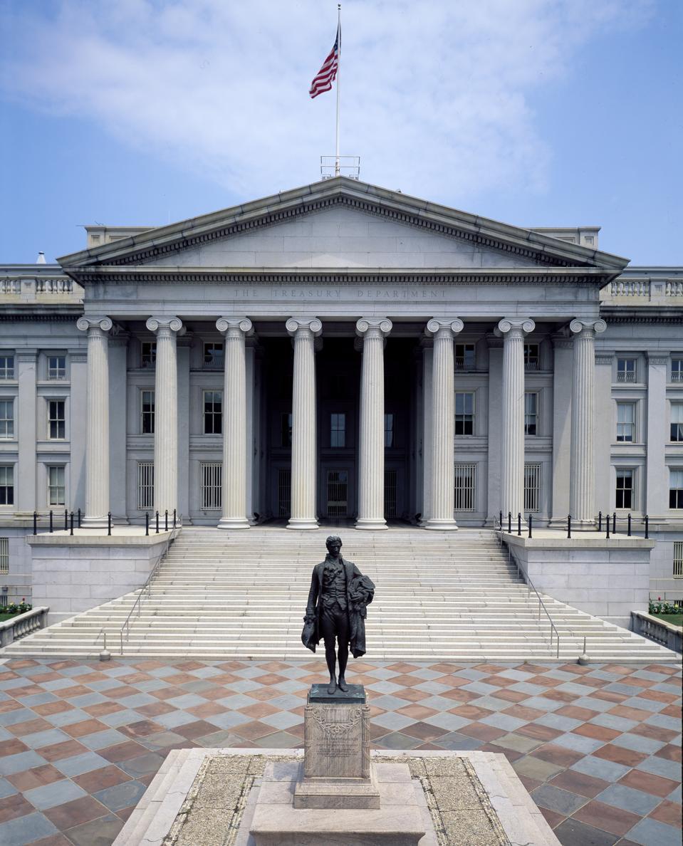 Alexander Hamilton statue in front of the Treasury Building in Washington, D.C.