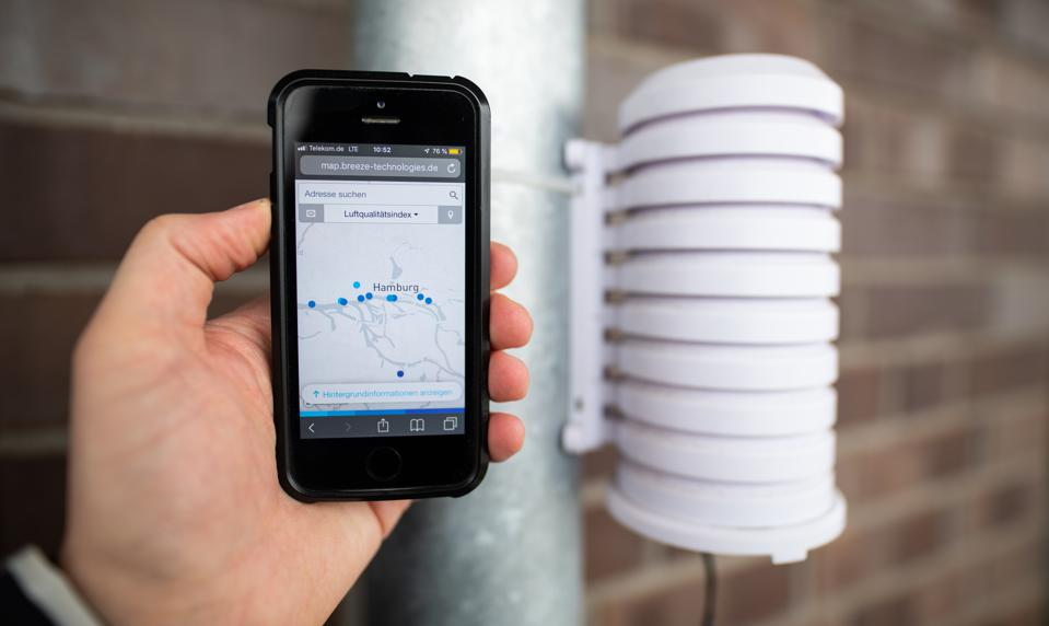 05 April 2019, Hamburg: A smartphone next to a measuring device that collects data on air quality. Ports can quickly increase monitoring of air quality around the port area using a range new, low cost sensors.