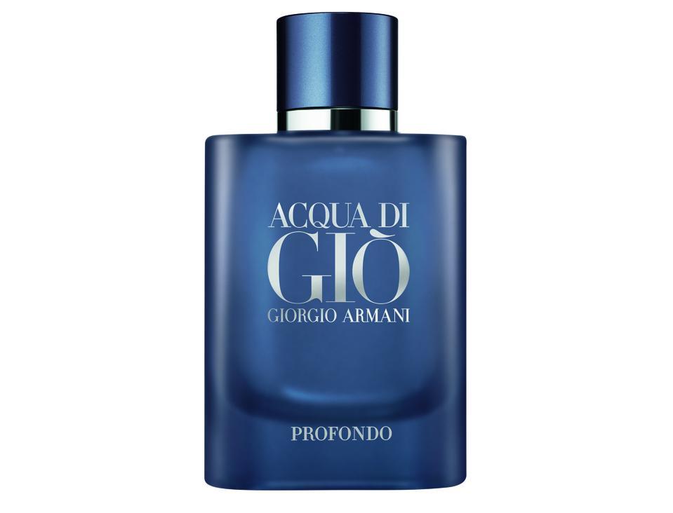 Aqua di Giò Profondo is an invitation to deep serenity while offering a sensation of invigorating freshness.