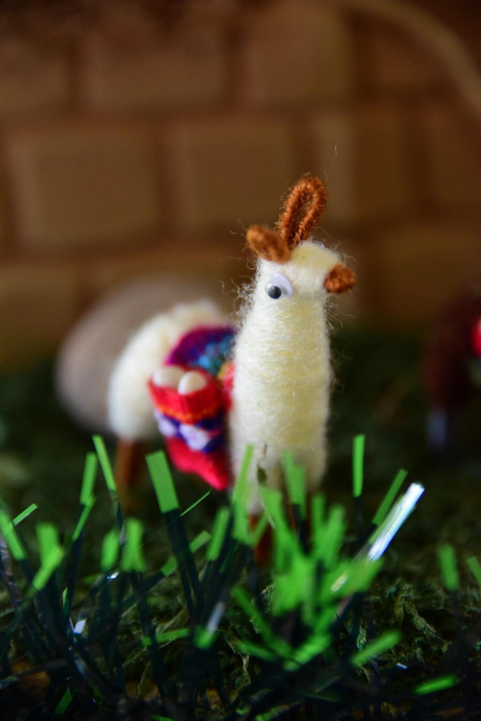Andean alpaca wool figurine