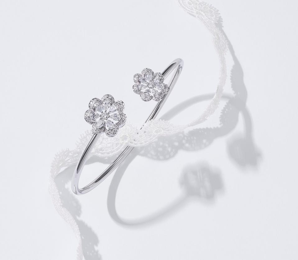 """The Chopard """"Mini-Froufrou"""" bangle bracelet in ethical gold set with diamonds"""