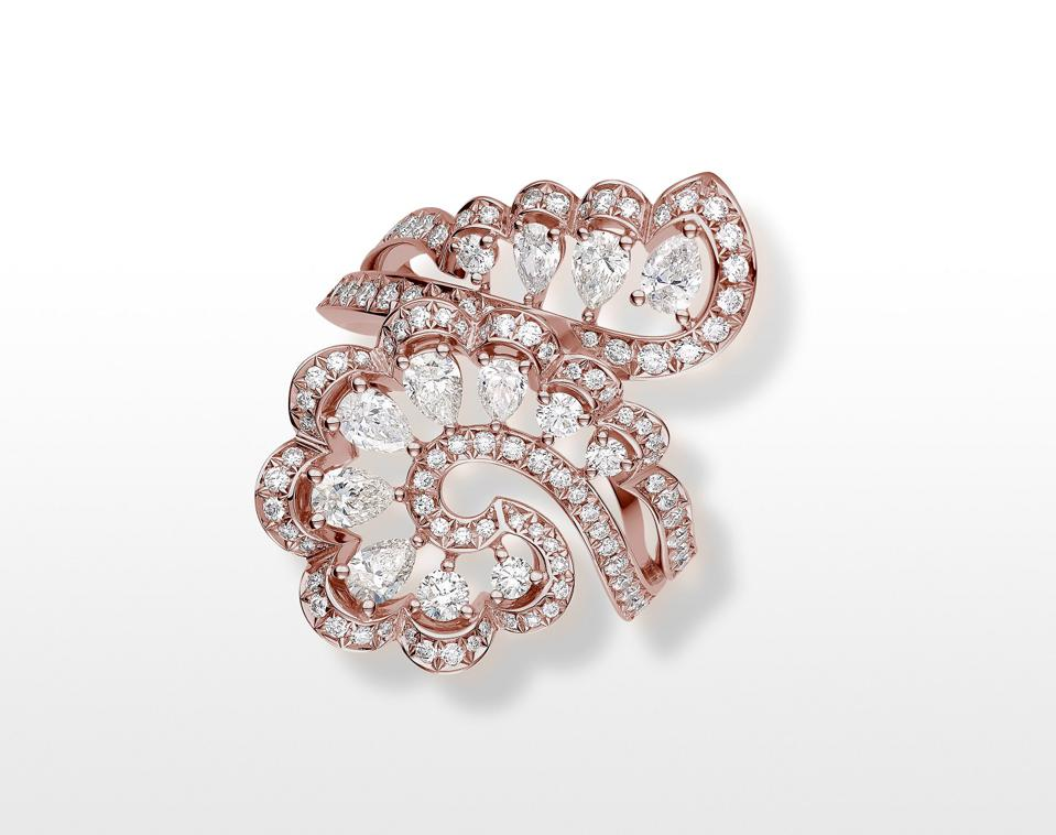 """The Chopard """"Vague"""" ring in ethical gold set with pear-shaped and brilliant-cut diamonds"""